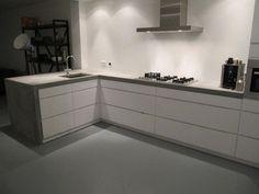 Concrete kitchen, beton wit, keuken beton. Hoogglans wit met beton.: