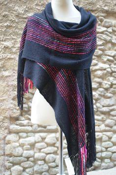 Baby Alpaca Shawl Natural Silk fabric artisan by FlorkanelaBcn Weaving Textiles, Weaving Art, Weaving Patterns, Loom Weaving, Hand Weaving, Ways To Wear A Scarf, How To Wear Scarves, Tapestry Loom, Woven Scarves