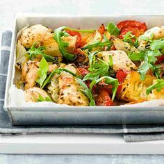 Ovenkip met tomaten en rucola I Love Food, Good Food, Yummy Food, Pureed Food Recipes, Easy Healthy Recipes, Healthy Diners, Fish And Meat, Go For It, Happy Foods