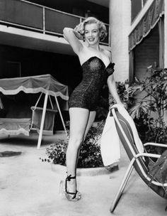 Con traje de baño de una pieza en 1949.