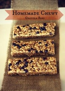 THE BEST no bake homemade chewy granola bars that use real ingredients like honey, coconut oil, oats, ground flax seeds, and crunchy peanut butter! These taste amazing and can even be frozen to use later for school lunches! Real Food Recipes, Snack Recipes, Dessert Recipes, Yummy Food, Desserts, Chewy Granola Bars, Homemade Granola Bars, Snacks Sains, The Best