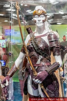 This is part of my ongoing coverage of San Diego Comic-Con As has been tradition in recent years, DC had a number of original production costumes from upcoming super hero movies on display in… Dc Costumes, Super Hero Costumes, Woman Costumes, Greek Warrior, Warrior Queen, Wonder Woman Movie, Female Armor, Male Cosplay, Superhero Movies