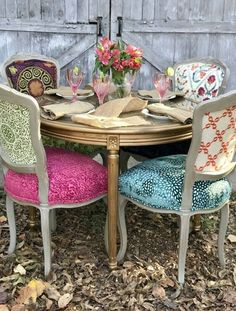Dining Table Design 2020 – How do I choose the right dining table? - Home Ideas Funky Furniture, Furniture Makeover, Painted Furniture, Plywood Furniture, Dining Chair Makeover, Furniture Design, Deco Furniture, Vintage Dining Chairs, Eclectic Dining Chairs