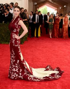 Bee Shaffer in Alexander McQueen: As the daughter of host Anna Wintour, we expected Shaffer would choose an ensemble that hit all of the right notes, and she did not disappoint. The deep red gown adorned with cherry blossoms was simple yet sophisticated, and payed homage to the theme without being over-the-top.Photo: Larry Busacca/Getty Images