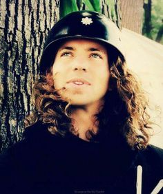 Eddie Vedder, a great songwriter and an extremely talented musician! Gorgeous Men, Beautiful People, He's Beautiful, Beautiful Things, Jeff Ament, Matt Cameron, Indie, Pearl Jam Eddie Vedder, Temple Of The Dog