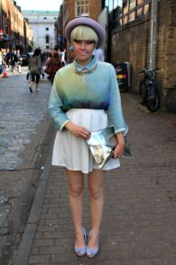 BRICK LANE STREET STYLE EAST LONDON her hair and shirt just say it all loving the outfit