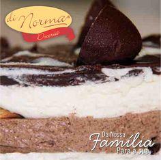 Pavê Russa: Creme de baunilha, creme de chocolate e biscoito. Cobertura de chocolate e pedaços de bombons de castanha de caju. #love #DiNorma #cake #curta #siga e #compartilhe