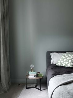 Home in green-grey grey room, gray bedroom, bedroom wall, purple be Bedroom Designs Images, Bedroom Green, Home Decor, House Interior, Relaxing Bedroom, Bedroom Colors, Neutral Bedrooms, Gray Bedroom, Green Home Decor