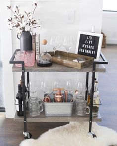 """Outstanding """"gold bar cart decor"""" information is offered on our internet site. Read more and you will not be sorry you did. Home Bar Decor, Bar Cart Decor, Diy Bar Cart, Mini Bars, Home Interior, Interior Decorating, Interior Design, Interior Goods, Chill Lounge"""