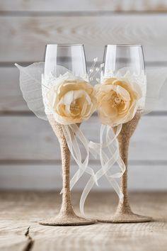 Wedding Toasting Glasses Rustic Toasting Flutes Wedding Champagne Flutes Bride Groom Wedding Glasses with Twine Burlap Lace Handmade Flowers