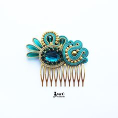 Emerald and gold original hair comb soutache Soutache Tutorial, Ideas Joyería, Soutache Earrings, Hair Ornaments, Diy Necklace, Hair Comb, Hair Jewelry, Beaded Embroidery, Jewelery