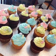 Baby shower cupcakes. Soo cute! Baby Shower Cupcakes, Mini Cupcakes, Recipies, Desserts, Food, Log Home, Recipes, Tailgate Desserts, Deserts
