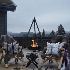 Just love the hanging fire pit. Plenty of soft cushions and blankets too. Outdoor Spaces, Indoor Outdoor, Outdoor Decor, Outside Living, Outdoor Living, Mountain Cottage, Winter Cabin, Mountain Modern, Lodge Style