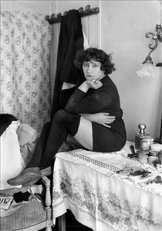 Wool stockings? Colette, debuting at Bataclan - Photo Credit: Robert Harlingue Collection Roger-Viollet