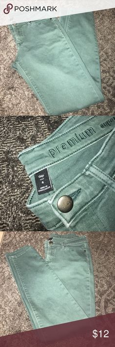 Gap Outlet Super Skinny Jeans in Green - Size 4 Super skinny Gap Outlet green jeans in size 4. Great pre-worn condition. GAP Pants Skinny