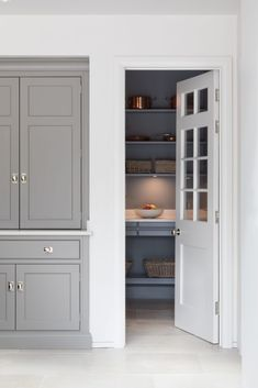 Walk In Pantry - Country House Project, Hampshire - Luxury Bespoke Kitchen - Hum. Walk In Pantry - Architecture Durable, Humphrey Munson, Pantry Design, Bespoke Kitchens, Walk In Pantry, Cool Rooms, Beautiful Kitchens, Interior Design Kitchen, Interior Decorating