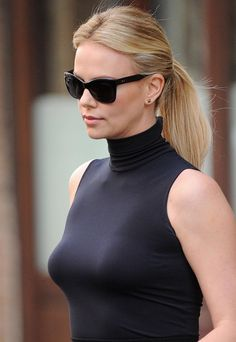 Watch Best Collection with 16 high quality Charlize Theron sexy pics. Professional and amateur Charlize Theron Nude Photos HD. Female Actresses, Actors & Actresses, Jackson Theron, Photo Mannequin, Charlize Theron Style, Manequin, Atomic Blonde, Famous Women, Sensual