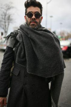 Paris-Mens-Fashion I'm loving his glasses Dark Fashion, Urban Fashion, Men's Fashion, Men's Street Style Paris, Bohemian Style Men, Mens Fashion Week, Poncho, Men Street, Good Looking Men