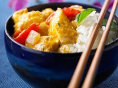 Découvrez la recette Filet de poulet au curry sur cuisineactuelle.fr.