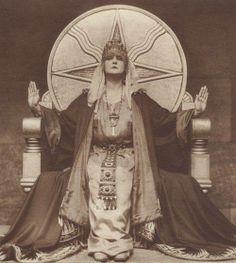 """Mia May in """"Die Herrin der Welt"""" (Mistress of the World), 1919."""