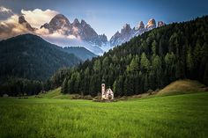 Johann Church in Val di Funes, Dolomites, Italy Italy Map, Italy Travel, Beautiful World, Beautiful Places, Nature View, Northern Italy, Lake Como, Heaven On Earth, Alps