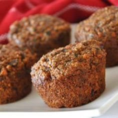 Hands up who likes carrot muffins? Now hands up who likes pumpkin raisin muffins? These muffins are inspired by a combination of Oh She Glows Carrot Spice Muffins and my own Pumpkin Raisin Muffins recipe. These Carrot Pumpkin […] Oat Bran Muffins, Carrot Muffins, Breakfast Muffins, Healthy Muffins, Breakfast Recipes, Flaxseed Muffins, Vegan Breakfast, Breakfast Ideas, Waldorf Salat