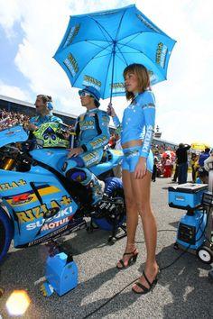 SUZUKI Race Car Girls, Car Show Girls, Moto Gp Paddock, F1 Grid Girls, Moto Suzuki, Pin Up, Pit Girls, Promo Girls, Umbrella Girl