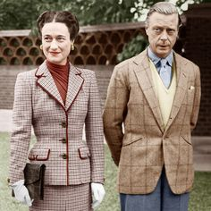 Mixing Fabrics and patterns effortlessly. The Duchess and Duke of Windsor, Photograph by AGIP/Bridgeman Images Edward Viii, British Style, British Royals, Edward Windsor, Wallis Simpson, Modern Mens Fashion, Isabel Ii, Royal Fashion, Queen Victoria