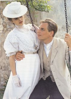 "Helena Bonham Carter and Julian Sands as Lucy Honeychurch and George Emerson in ""Room with a view"" Period Movies, Period Dramas, Period Costumes, Movie Costumes, Stanley Kubrick, Julian Sands, Helena Bonham Carter, Helen Bonham, Chef D Oeuvre"