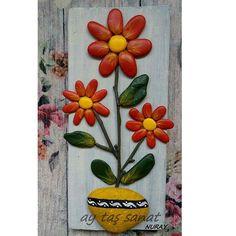 Satıldı.. 31×14 cm #taş #boyama #taşboyama #tasarım #pano #stone #art #rock #stoneart #hediyelik #tablo #elemeği #aytaşsanat #taşsanatı #paintingstones #kırmızı #çiçek #10marifet