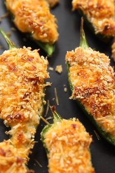 Crispy Baked Jalapeño Poppers uicy jalapeño on bottom, with a loaded centre and a parmesan crunch on top, once you try this way of baking jalapeño poppers you'll never look back. These Crispy Baked Jalapeño Poppers are an absolute must! Finger Food Appetizers, Yummy Appetizers, Appetizers For Party, Finger Foods, Superbowl Party Food Ideas, Christmas Party Appetizers, Individual Appetizers, Appetizer Dinner, Mexican Appetizers