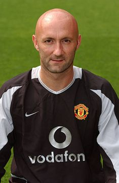 A portrait of Fabien Barthez during the Manchester United official photocall at Old Trafford on August 11 2003 in Manchester England David Beckham Manchester United, Manchester United Official, Manchester England, Manchester United Football, Old Trafford, Fabien Barthez, Professional Football, Football Players