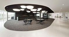 Sala de reuniões. Ampla e muito moderna.