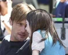 Oh my god, Alexander Skarsgard and that little girl, Onata Aprile, in What Maisie Knew is the CUTEST thing I've ever seen.