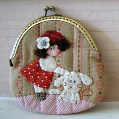 Here is my colection of a girl and dog purses. Japanese Patchwork, Japanese Bag, Baby Applique, Applique Quilts, Craft Projects For Kids, Sewing Projects, Dog Purse, Baby Mobile, Frame Purse