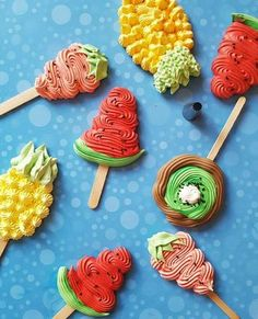 Photography tips Meringue ideas, peppermint Meringue, Meringue. Meringue Roulade, Meringue Icing, Meringue Pavlova, Meringue Desserts, Meringue Cookies, Mini Desserts, Sweet Desserts, Cupcakes, Cupcake Cookies