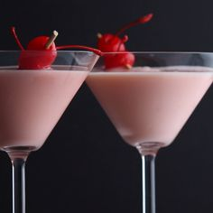 If you are looking for the ultimate dessert cocktail, then check out my Pink Squirrel recipe. It features amaretto, grenadine, creme de cacao, and half and half. Easy to make in under 5 minutes. It just might become your new signature cocktail Pink Squirrel Drink, Squirrel Food, Squirrel Recipe, Cocktail Desserts, Cocktail Drinks, Cocktail Recipes, Vintage Cocktails, Cocktail Videos, Cocktail