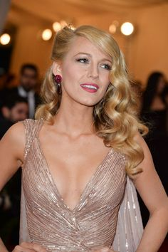 MET BALL 2014: Blake Lively How-To: blonde modernized victory roll and romantic curls