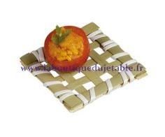 Ce petit carré tressé en bambou est idéal pour une mise en bouche dimsun. http://www.laboutiquedujetable.fr/mise-bouche-bambou/405-carre.html