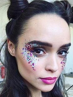 Festival_glitter_trend glitter make up, glitter party, glitter spray paint, glitter force, glitter Festival Makeup Glitter, Glitter Party, Festival Glitter Ideas, Festival Make Up Ideas, Glitter Gel, Glitter Hair, Pink Glitter, Blue Festival Makeup, Glitter Outfit