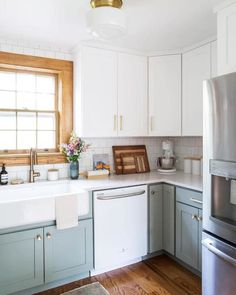 4 Tips For Kitchen Remodeling In Your Home Renovation Project – Home Dcorz Diy Kitchen Cabinets, Kitchen Dining, Corner Cabinet Kitchen, Gally Kitchen, Natural Wood Kitchen Cabinets, One Wall Kitchen, Corner Cabinets, Diy Kitchen Decor, Kitchen Cabinet Colors