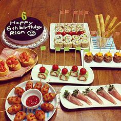 ピンチョスでバースディパーティー☆ by kanapin at 2013-11-29 Cafe Food, Food Menu, Bento Recipes, Cooking Recipes, Birthday Menu, Appetizer Buffet, Party Dishes, Party Finger Foods, Food Displays