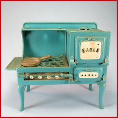 Cast Iron Miniature Toy Range by Hubley Late Doll or Toy Kitchen from curleycreekantiques on Ruby Lane Dollhouse Dolls, Miniature Dolls, Dollhouse Miniatures, Kitchen Size, Toy Kitchen, Stove Accessories, Antique Stove, Retro Kitchen Decor, Miniature Furniture