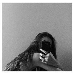 Ideas For Instagram Photos, Instagram Pose, Insta Photo Ideas, Disney Instagram, Portrait Photography Poses, Photography Poses Women, Tumblr Photography, Film Photography, Creative Photography