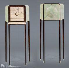 Un meuble à bijoux en ébène, galuchat, verre gravé et décoré de feuilles d'or. - Boulle / Bristol (L'art déco s'invite aux 90 ans du Bristol Paris)