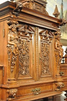Tips on Vintage Furniture Antique Armoire, Antique Cabinets, Antique Decor, Antique Art, Furniture Styles, New Furniture, Furniture Design, Victorian Furniture, Antique Furniture