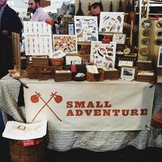 The Trendy Sparrow: My Favorite Craft Show Display Booths Craft Show Booths, Craft Booth Displays, Craft Show Ideas, Display Ideas, Card Displays, Booth Ideas, Market Stall Display, Market Stalls, Diy Wedding Video