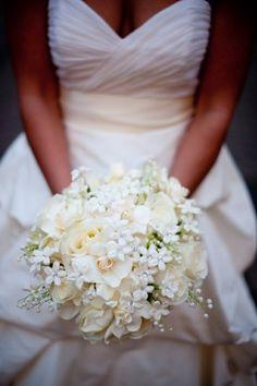 comment bien choisir un bouquet mariée de roses blancs