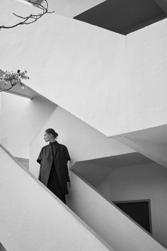 BAUHAUS: Zrod funkcionalizmu - TOP TRENDY Cashmere Cape, Walter Gropius, Minimalist Photography, Flash Art, Bauhaus, Capsule, True Art, Julia, Marcel Breuer