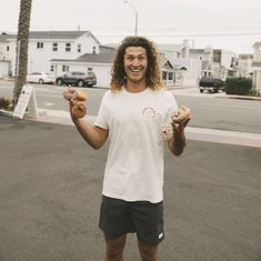 when you get your post surf donuts 🍩🍩 Surfer Boy Style, Surfer Guys, Japan Fashion, Boy Fashion, Mens Fashion, Vintage Hawaiian Shirts, Skateboard Girl, Surf Outfit, Surf Style